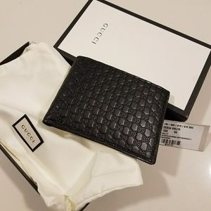 new $480 authentic bifold wallet w box